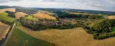Fotografie obce z dronu